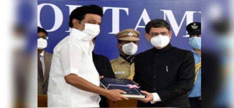 ஆளுநருக்கு முதலமைச்சர் ஸ்டாலின் பரிசாக கொடுத்த 2 புத்தகங்கள் - அது எது சம்பந்தமானது தெரியுமா?